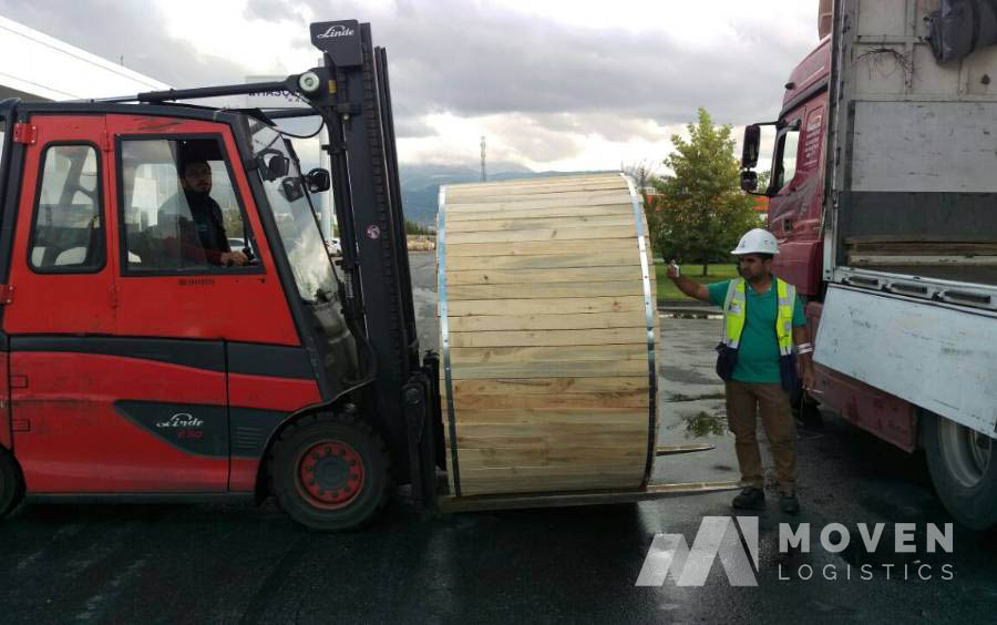 forklift ile ırak nakliye kamyonunu yükleme